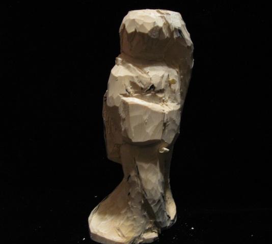 初音ミクの全身像の彫刻(着物)