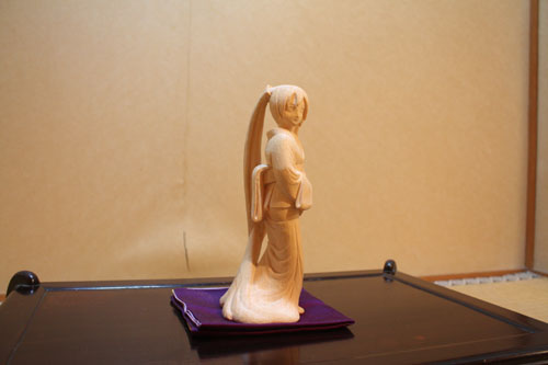 木彫りの初音ミク 完成