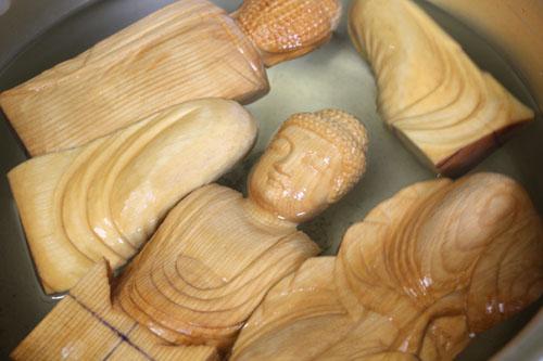 寄木造りの制作行程 21 釈迦如来坐像 原型の分解