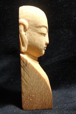 印刀の彫刻刀一本で仏像彫刻 お顔の彫刻 4