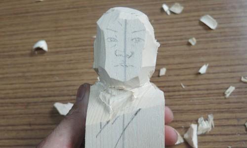 セイタロウさんの荒彫り像 2