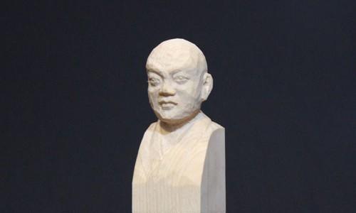セイタロウさんの荒彫り像 1