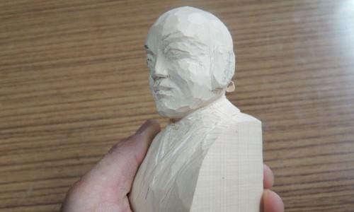 セイタロウさんの荒彫り像 3