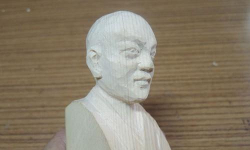 セイタロウさんの荒彫り像 4