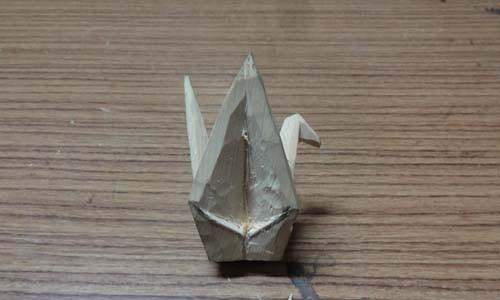 折り鶴を木彫する 4