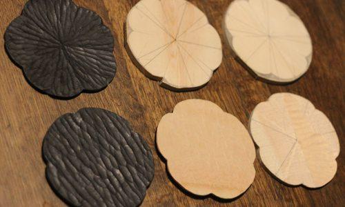 ワークショップで作る花びらの小皿の彫刻