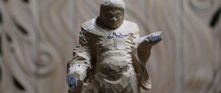 四天王像の粗彫りと熟成期間